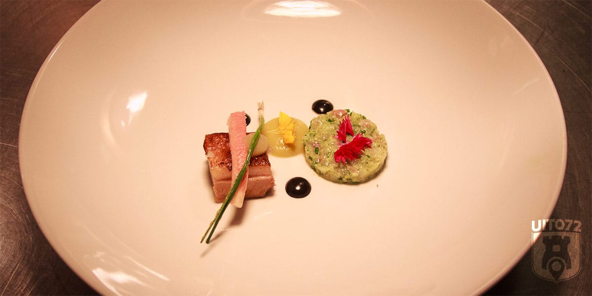 Buikspek, snert, paling en tartaar van zeebaars