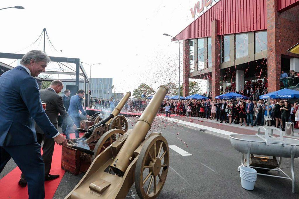 Vue Alkmaar - kanonnen bij opening