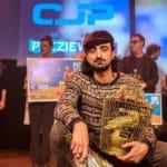 Alkmaarse dichter Ozan Aydogan wint NK Poetry Slam 2018