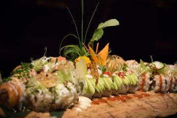Plank vol sushi bij Bubbels & Bites