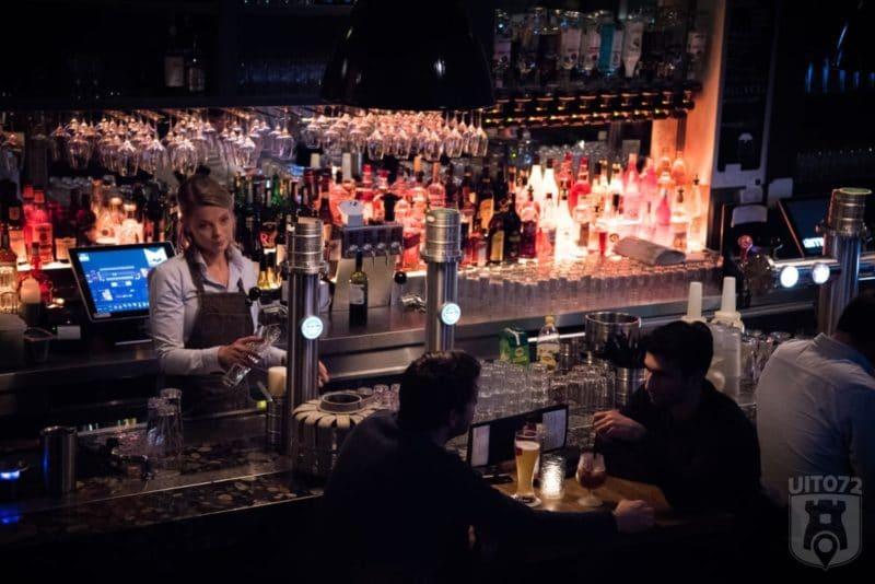 Mojo's bar