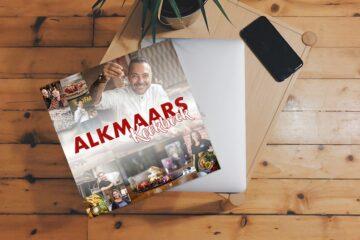 Alkmaars Kookboek op tafel