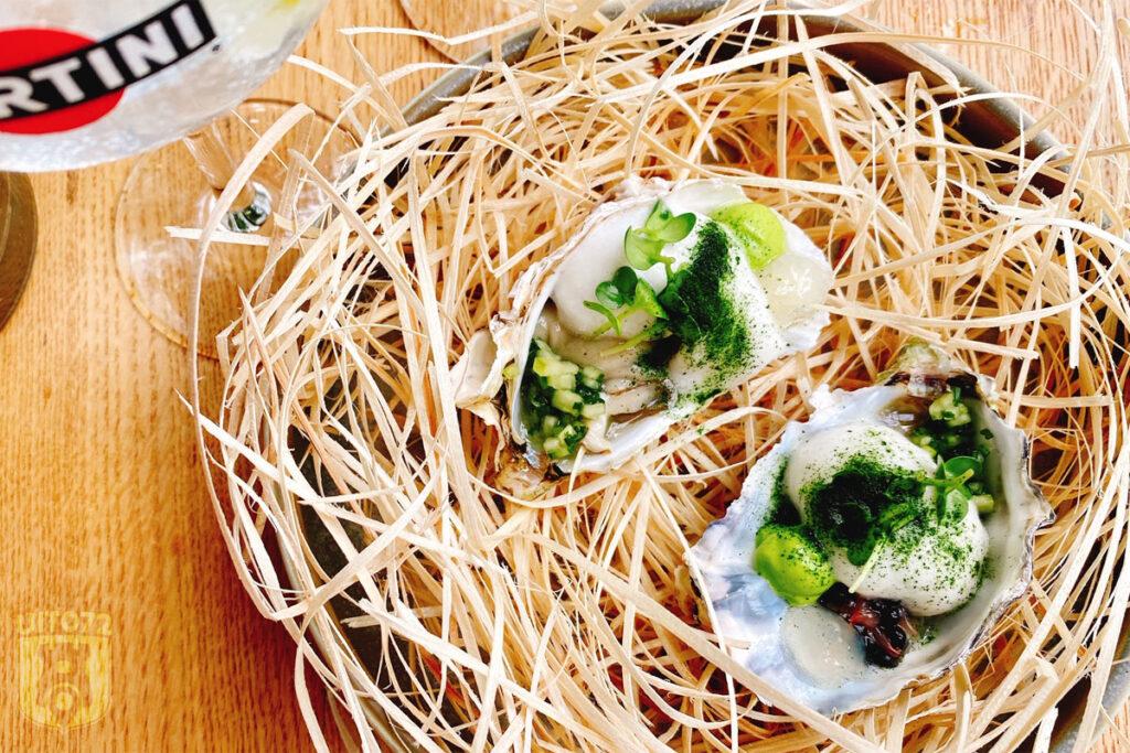 Amuse: oester, grapefruit, alg