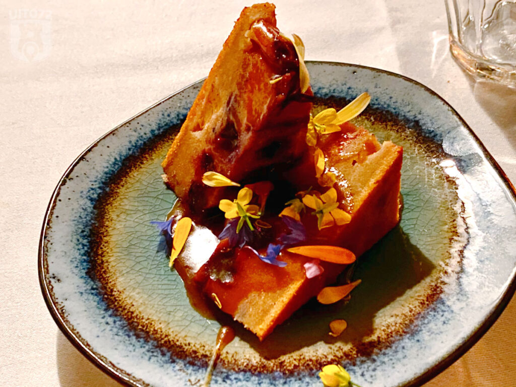 Clafoutis wilde perzik en blauwe bes | gezoute karamel | hibiscus hangop